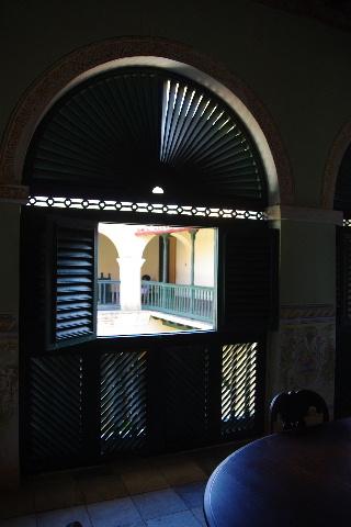 キューバ (36) トリニダー旧市街のロマンティコ博物館 _c0011649_6203933.jpg