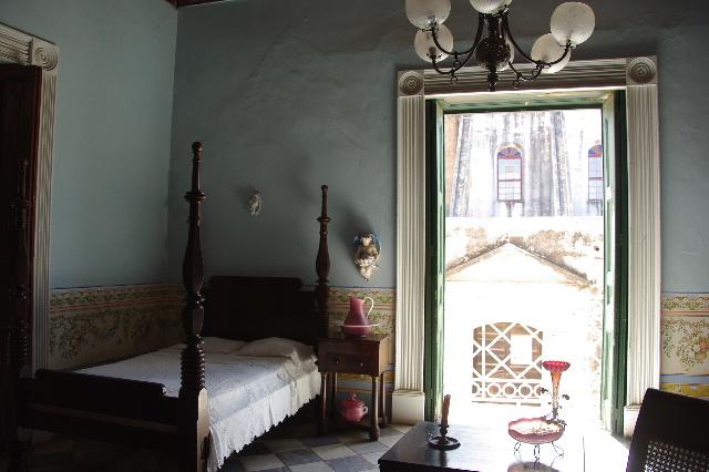 キューバ (36) トリニダー旧市街のロマンティコ博物館 _c0011649_62178.jpg