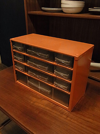parts cabinet_c0139773_17405247.jpg