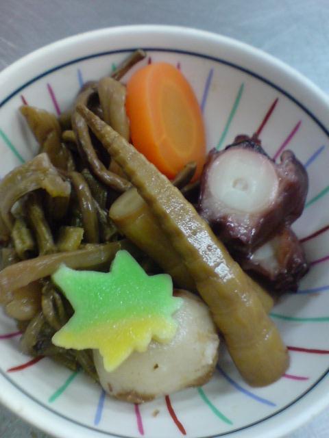 わらびの白和え、竹の子とぜんまいの煮物、さわ菜のおひたし。そして「きゃらぶき」。_d0182179_13554798.jpg