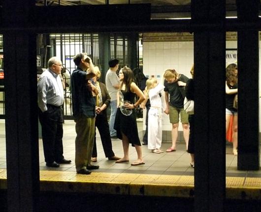 ニューヨークの地下鉄の駅で見かけた空手少女_b0007805_11134760.jpg