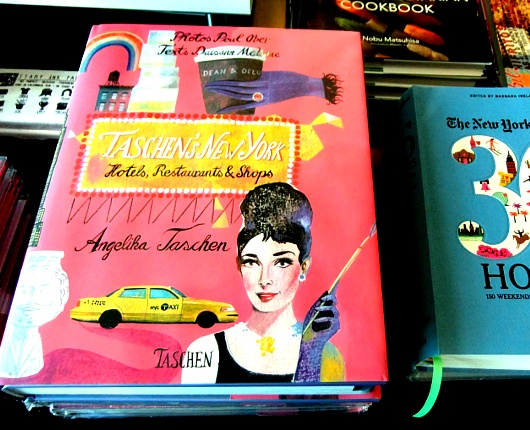 ニューヨークで注目される雑誌スタイルの新感覚小売店、ストーリー(Story)とは?_b0007805_2354178.jpg