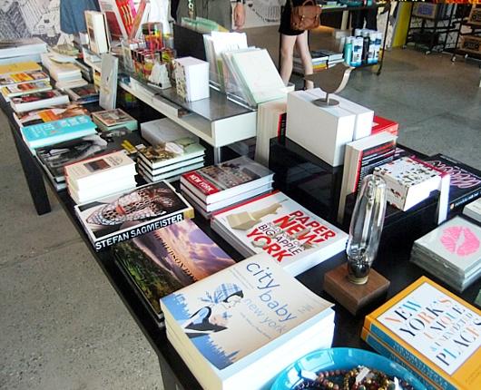 ニューヨークで注目される雑誌スタイルの新感覚小売店、ストーリー(Story)とは?_b0007805_2354880.jpg