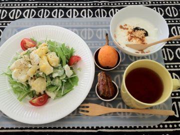朝ごはん びわと夕べのポテトサラダ_e0134337_1951829.jpg