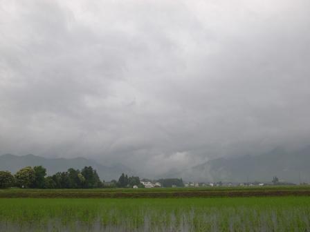 安曇野も雨が降る降る_a0014840_2131073.jpg