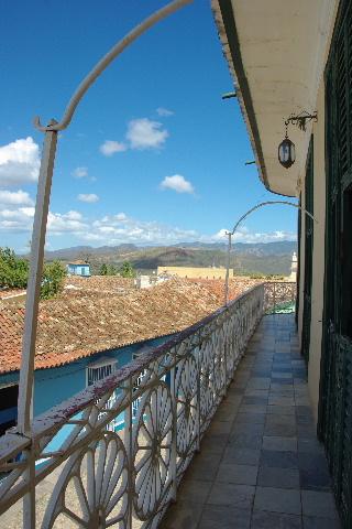 キューバ (38) トリニダー旧市街のロマンティコ博物館からの眺め_c0011649_019390.jpg