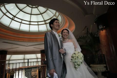 ころころとしたカップ咲きのバラのティアドロップブーケ ウェスティンホテルさんへ_b0113510_11301610.jpg