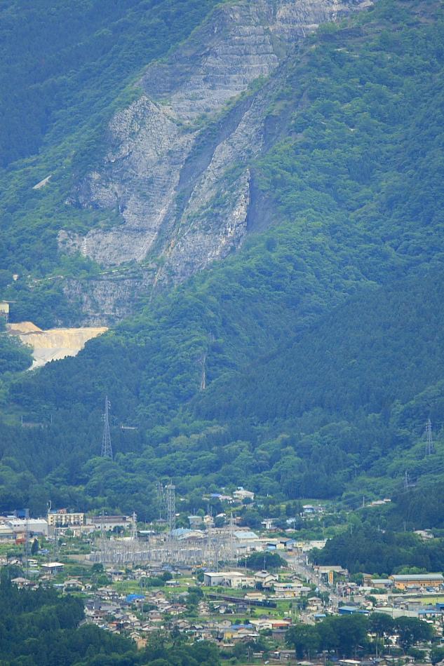 武甲山と豆粒の汽車 - 2012年・秩父 -_b0190710_2362045.jpg