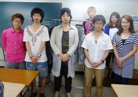 卒業生デザイナーが来校!!_b0163640_2313095.jpg