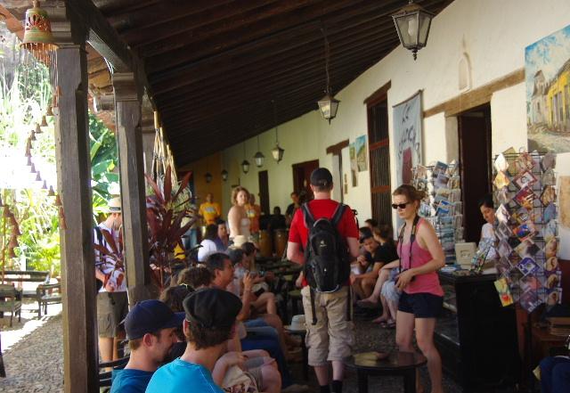 キューバ (39) トリニダー旧市街のラ・カンチャンチャラ_c0011649_629203.jpg
