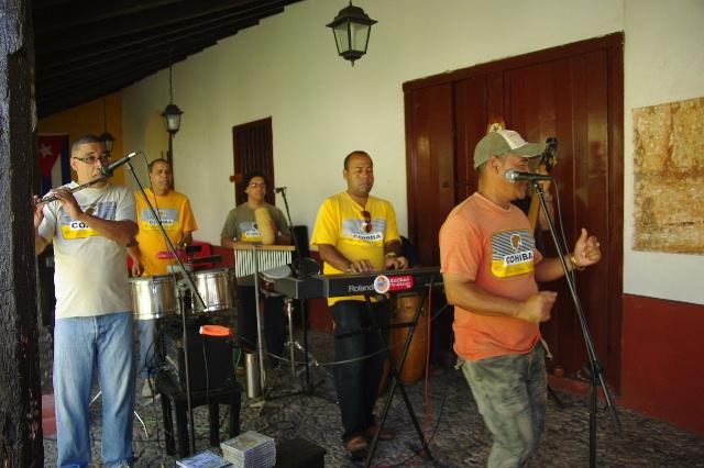 キューバ (39) トリニダー旧市街のラ・カンチャンチャラ_c0011649_6365193.jpg