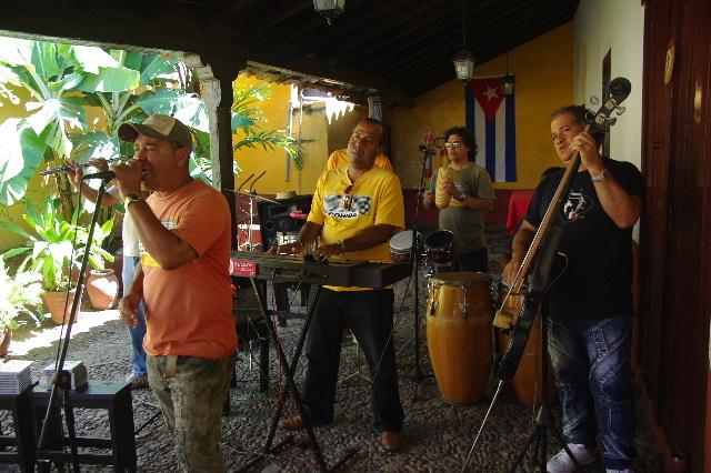 キューバ (39) トリニダー旧市街のラ・カンチャンチャラ_c0011649_6371448.jpg