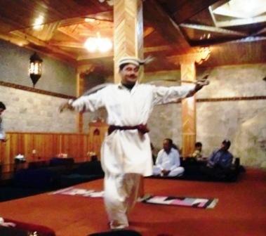 フンザの踊り (フンザダンス)_f0112655_1611221.jpg