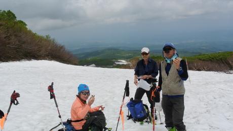 2012年6月15日 新緑と残雪と山菜と酒の鳥海山へ_c0242406_18435362.jpg