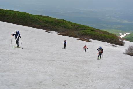 2012年6月15日 新緑と残雪と山菜と酒の鳥海山へ_c0242406_1851525.jpg