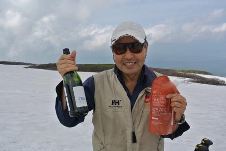 2012年6月15日 新緑と残雪と山菜と酒の鳥海山へ_c0242406_190353.jpg