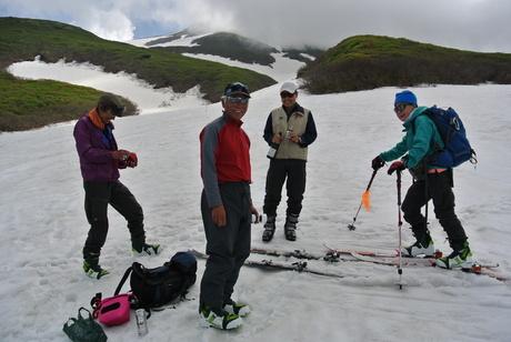 2012年6月15日 新緑と残雪と山菜と酒の鳥海山へ_c0242406_19111186.jpg