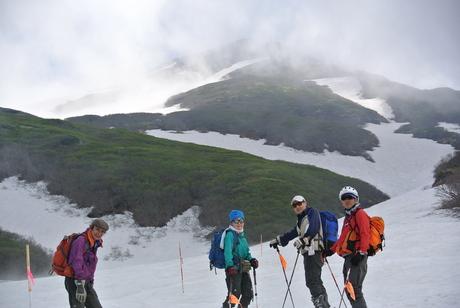 2012年6月15日 新緑と残雪と山菜と酒の鳥海山へ_c0242406_19121166.jpg
