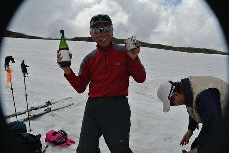 2012年6月15日 新緑と残雪と山菜と酒の鳥海山へ_c0242406_1922916.jpg