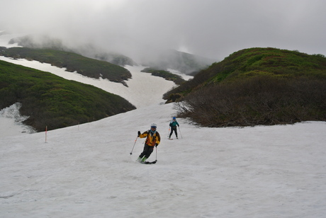 2012年6月15日 新緑と残雪と山菜と酒の鳥海山へ_c0242406_196519.jpg