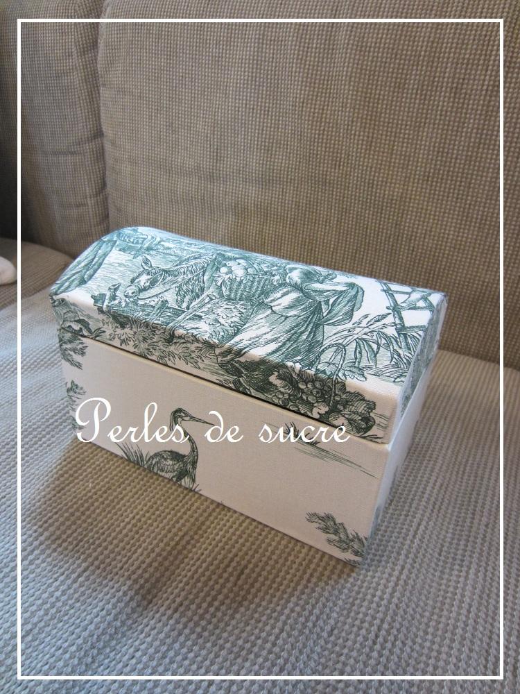 コスメスタンド ボンベイの箱 シャルニエの箱_f0199750_1824419.jpg
