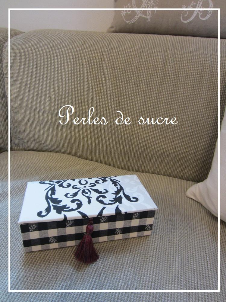 コスメスタンド ボンベイの箱 シャルニエの箱_f0199750_1827930.jpg