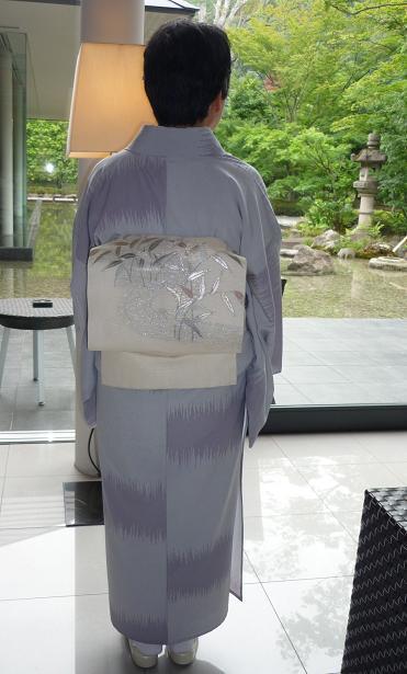 モダンなお茶会・野村エミさんとお客様の着姿。_f0181251_160971.jpg