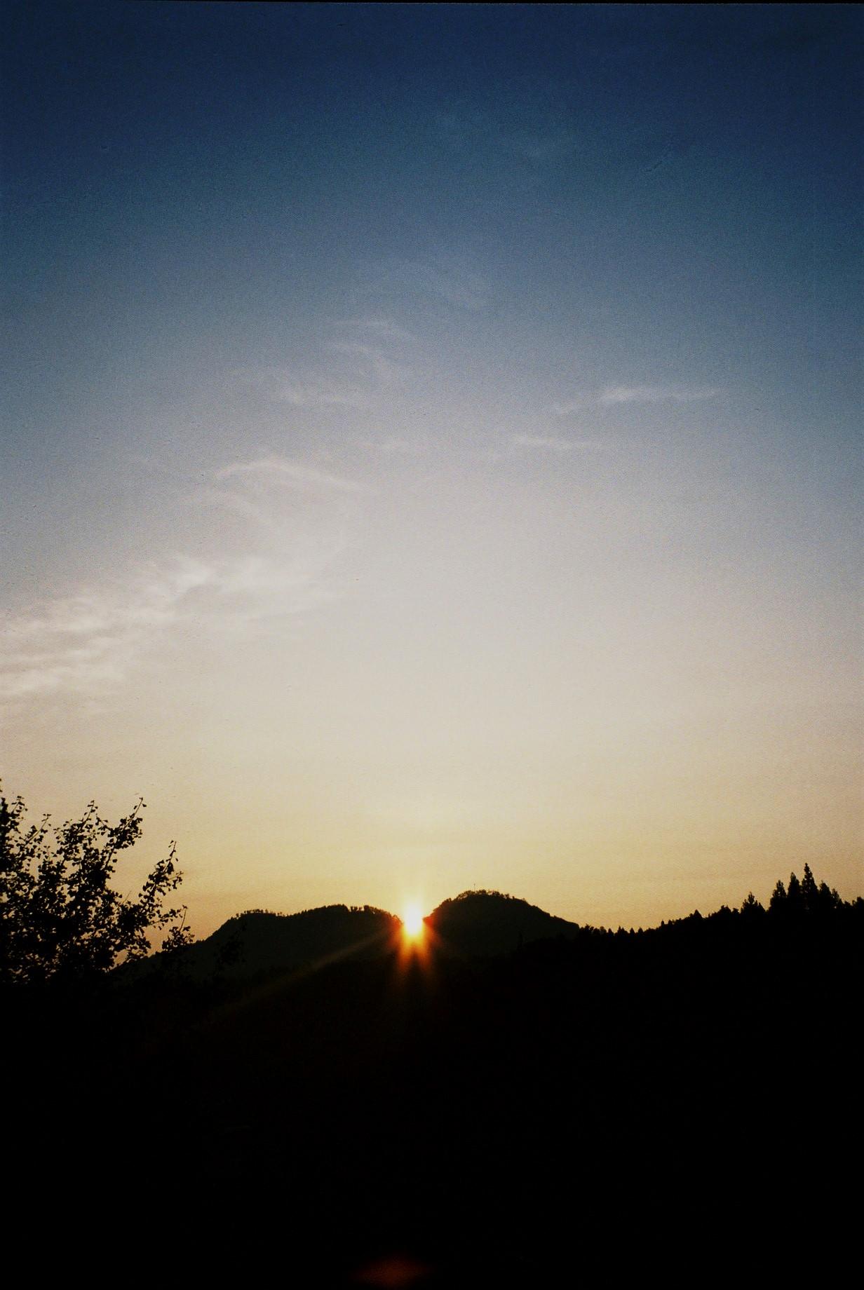 聖なるお山・・「白鹿山」から昇る朝陽_a0174458_1449774.jpg