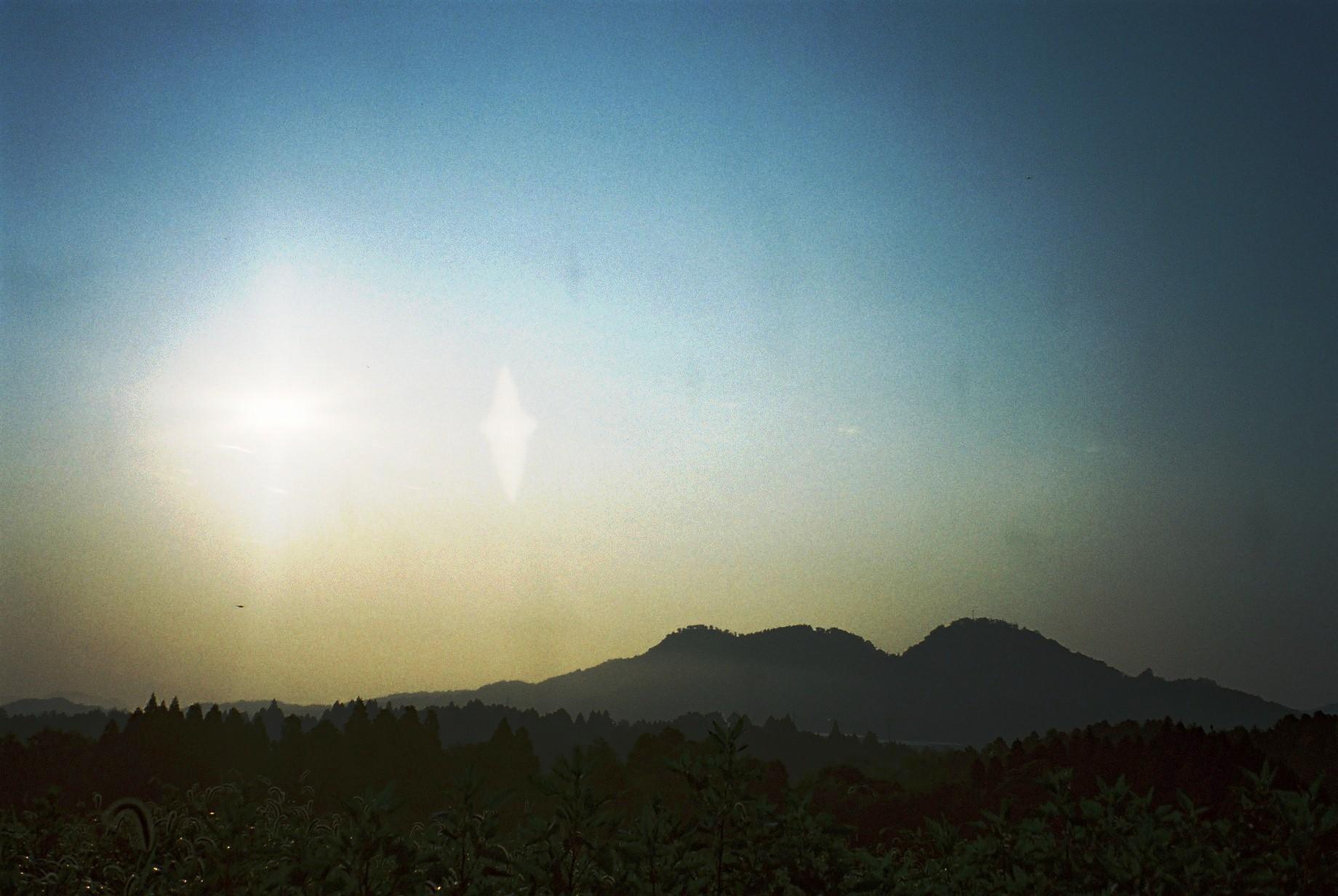 聖なるお山・・「白鹿山」から昇る朝陽_a0174458_14553858.jpg