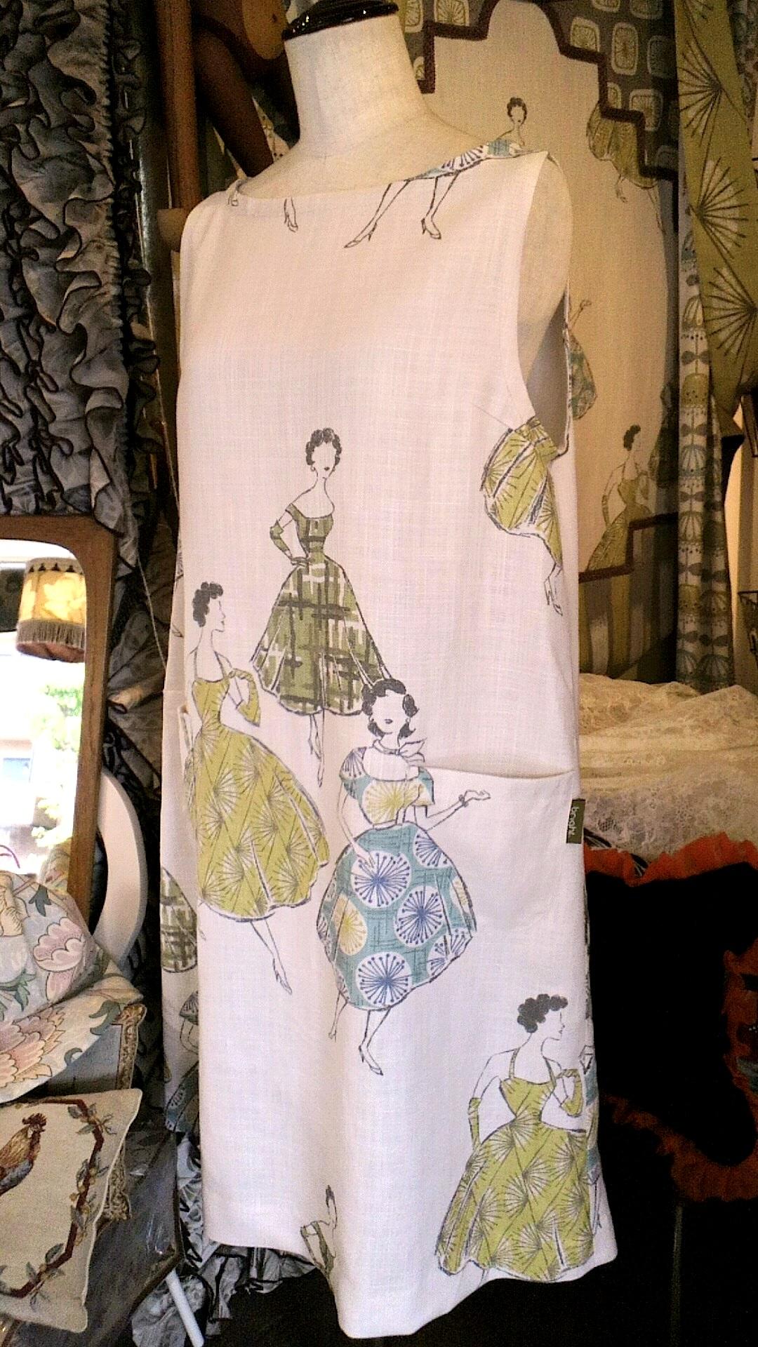 イギリス「Villa  Nova」のカーテン生地で作ったドレス_c0157866_19374738.jpg