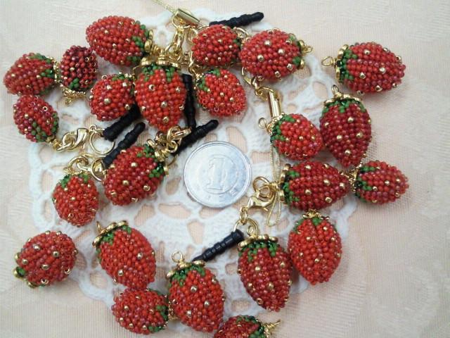 チビチビ苺の携帯アクセサリー_b0146998_7143911.jpg