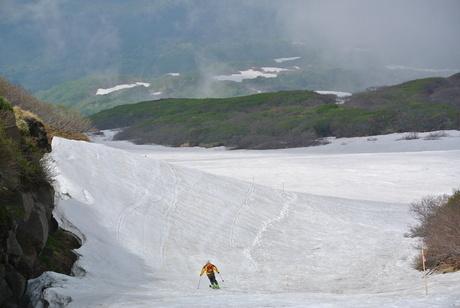 2012年6月15日 新緑と残雪と山菜と酒の鳥海山へ_c0242406_16331835.jpg