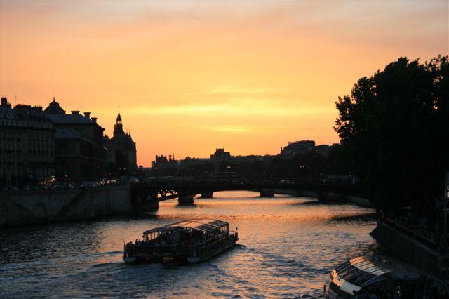 セーヌの夕焼け/couche du solei sur la Seine_d0070113_9165682.jpg