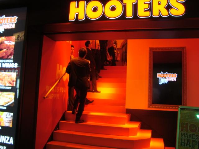 銀座「HOOTERS GINZA」へ行く。_f0232060_1283455.jpg