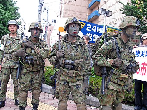 自衛隊の市街地レンジャー訓練 渋谷区の野宿者追い出し 281_anti nuke スティッカー_a0188487_1013453.jpg