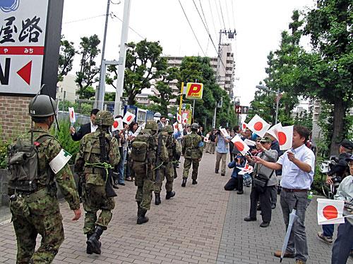 自衛隊の市街地レンジャー訓練 渋谷区の野宿者追い出し 281_anti nuke スティッカー_a0188487_1014551.jpg