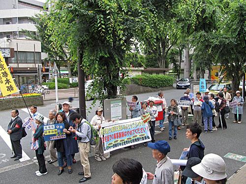 自衛隊の市街地レンジャー訓練 渋谷区の野宿者追い出し 281_anti nuke スティッカー_a0188487_101650.jpg