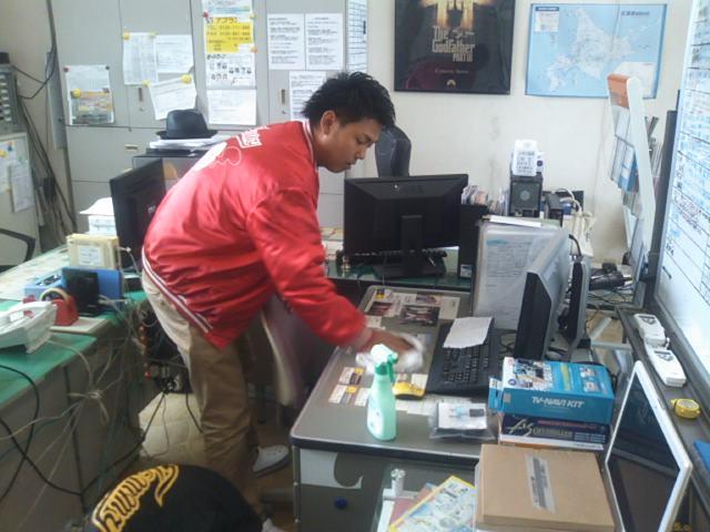 ランクルトミー札幌店(^o^)朝の掃除_b0127002_9253312.jpg