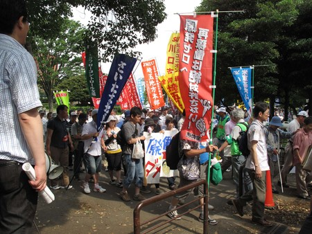 东京举行大规模反增税反核电游行_d0027795_11563735.jpg