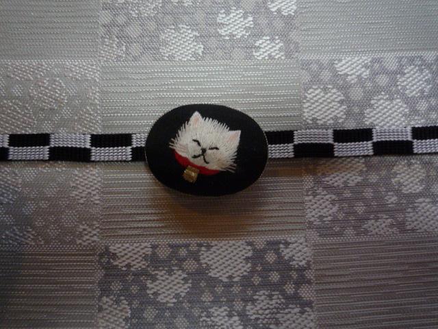 刺繍の動物の帯留と、おしゃれな雪輪の着物と帯。_f0181251_1026759.jpg