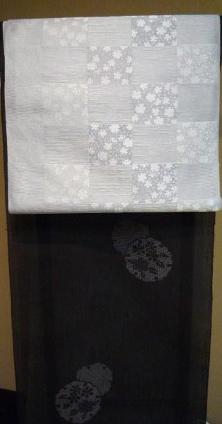 刺繍の動物の帯留と、おしゃれな雪輪の着物と帯。_f0181251_10324637.jpg