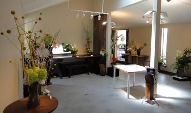 花と花器の展示会_e0109554_8574837.jpg