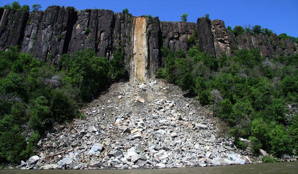 パリセイドの崖が、崩れた_d0240098_1033955.jpg