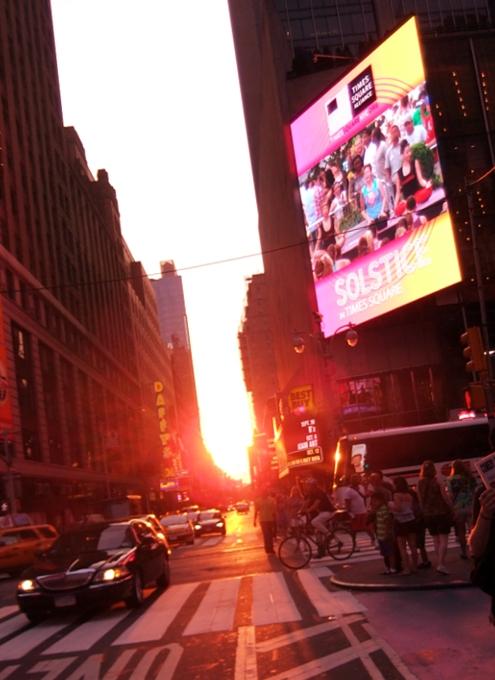 タイムズ・スクエアで無料の野外ヨガ Summer Solstice_b0007805_7414675.jpg