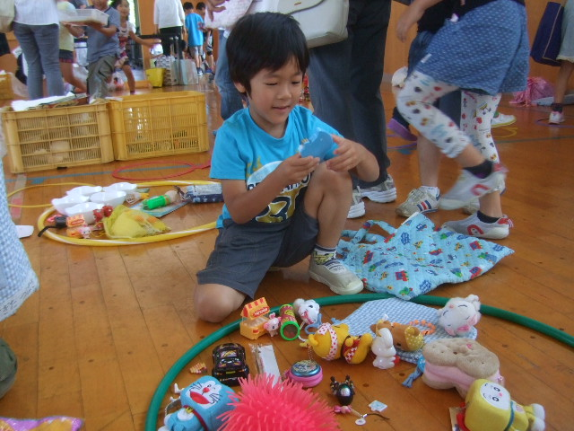 二田小学校へリサイクルショップに参加_d0166047_21291911.jpg