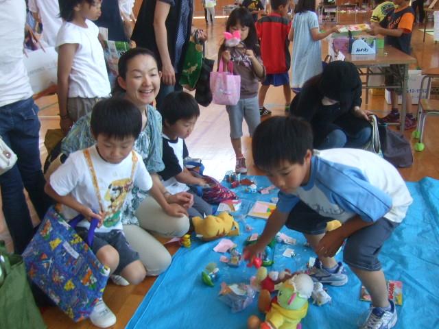 二田小学校へリサイクルショップに参加_d0166047_2131954.jpg