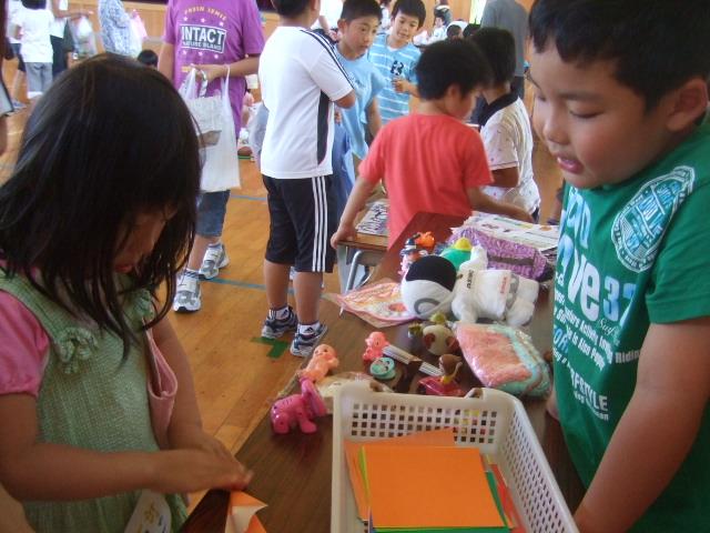 二田小学校へリサイクルショップに参加_d0166047_21321081.jpg