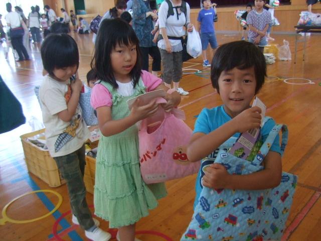 二田小学校へリサイクルショップに参加_d0166047_21344467.jpg