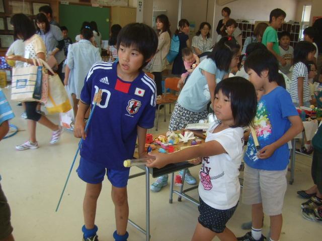 二田小学校へリサイクルショップに参加_d0166047_2136592.jpg
