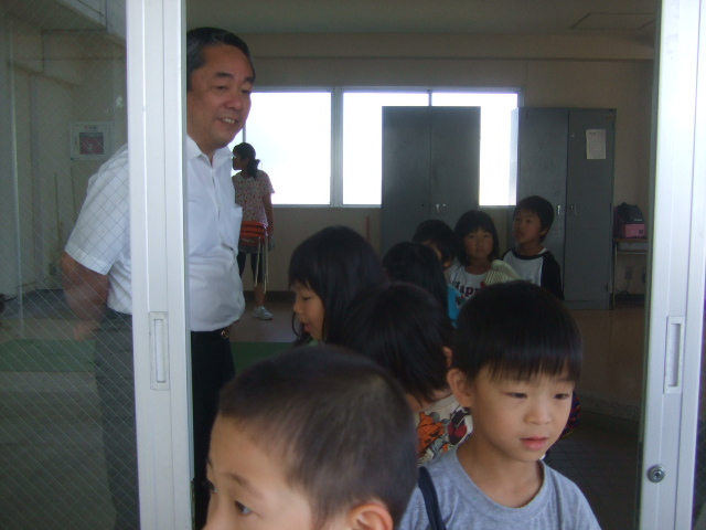 二田小学校へリサイクルショップに参加_d0166047_21381427.jpg